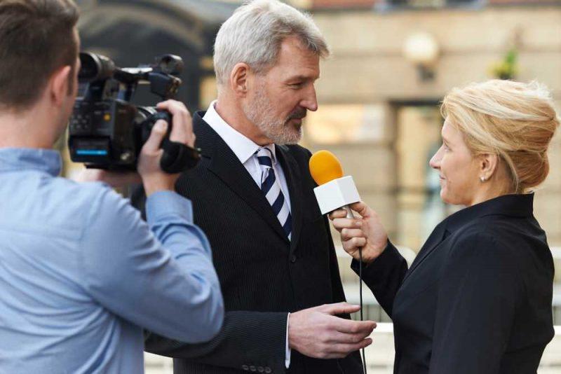 گزارشگر,خبرنگار,مصاحبه,دوربین,فیلمبرداری,گفتگو,تولید برنامه,تدوین مصاحبه
